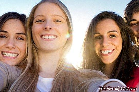 Piederība grupai pusaudža vecumā: viņi ir mani draugi!