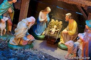 Riding nativity scene som en familie