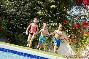 10 child safety tips in swimming pools